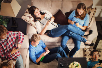 mobile-device-social-media-addiction